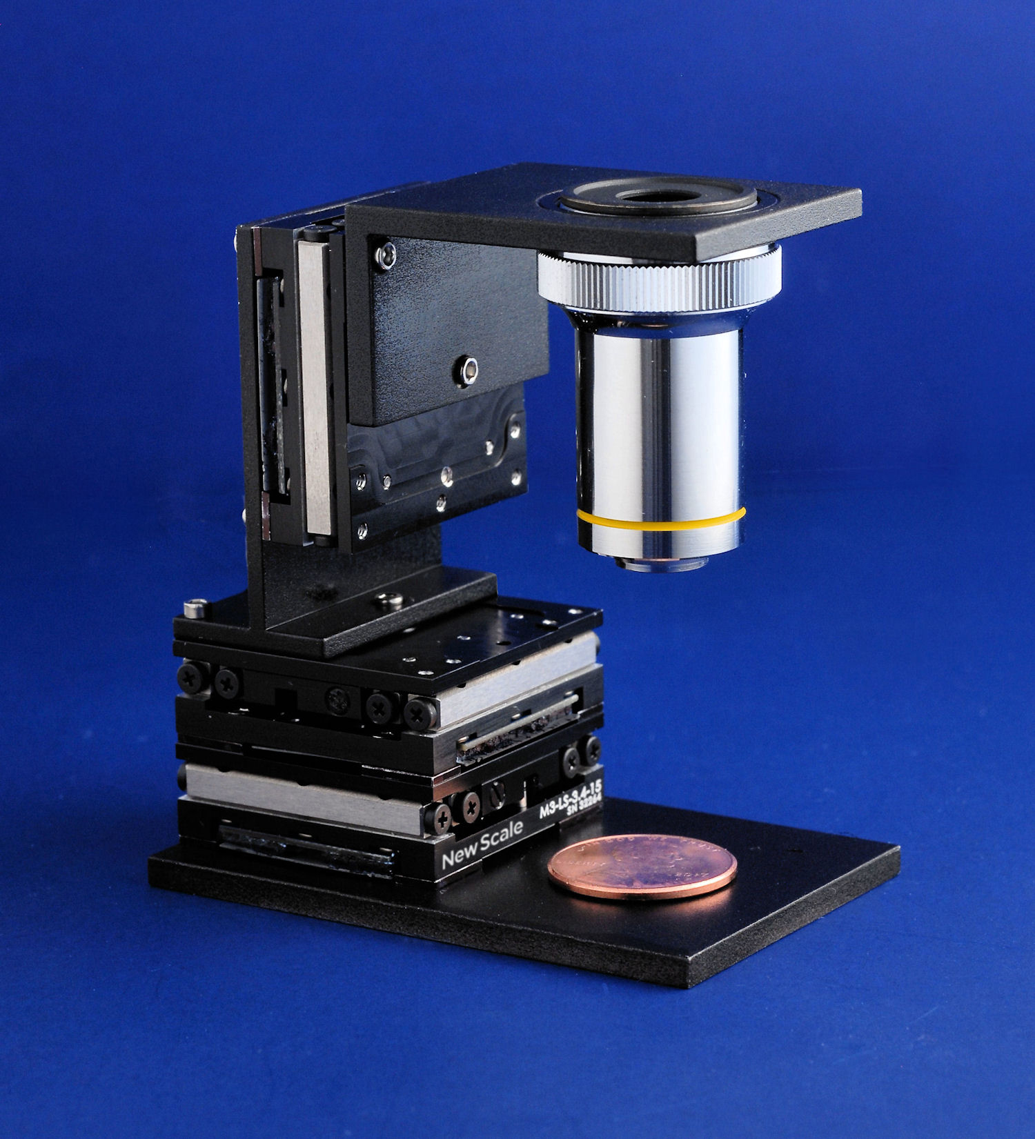 M3-LS-3.4 Linear Smart Stage three-axis (XYZ) configuration with microscope objective